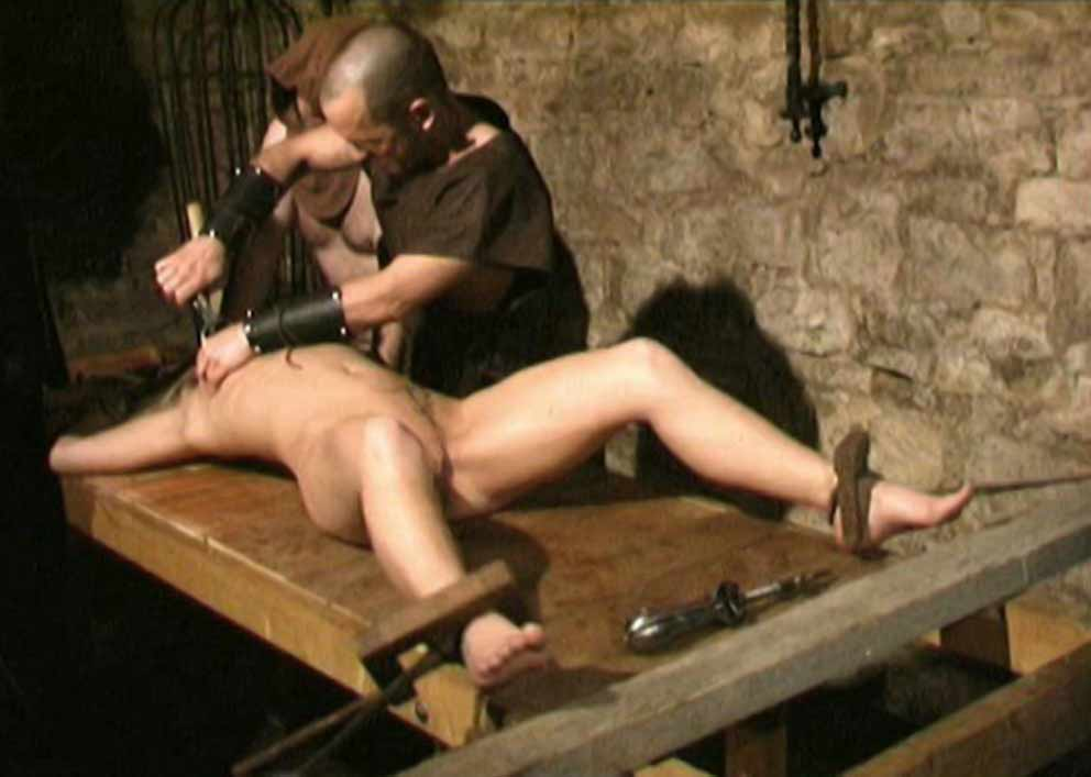 The Pear of Anguish torture - BDSM Inquisition and ...
